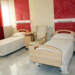 Habitación doble de la Residencia Asisttel para mayores situada en el Aljarafe