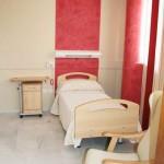 Habitación simple de la Residencia Asisttel para mayores situada en el Aljarafe