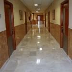 Pasillo de la Residencia Asisttel para mayores situada en el Aljarafe